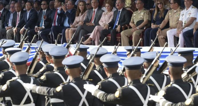 Danilo Medina, encabeza, desfile, Batalla 30 de Marzo
