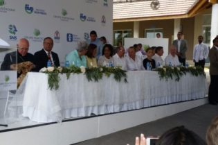 Danilo MedinaX inauguróX punta canaX Centro de Atención Primaria Oscar de la Renta